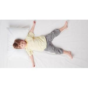 О чем говорит поза ребенка во время сна